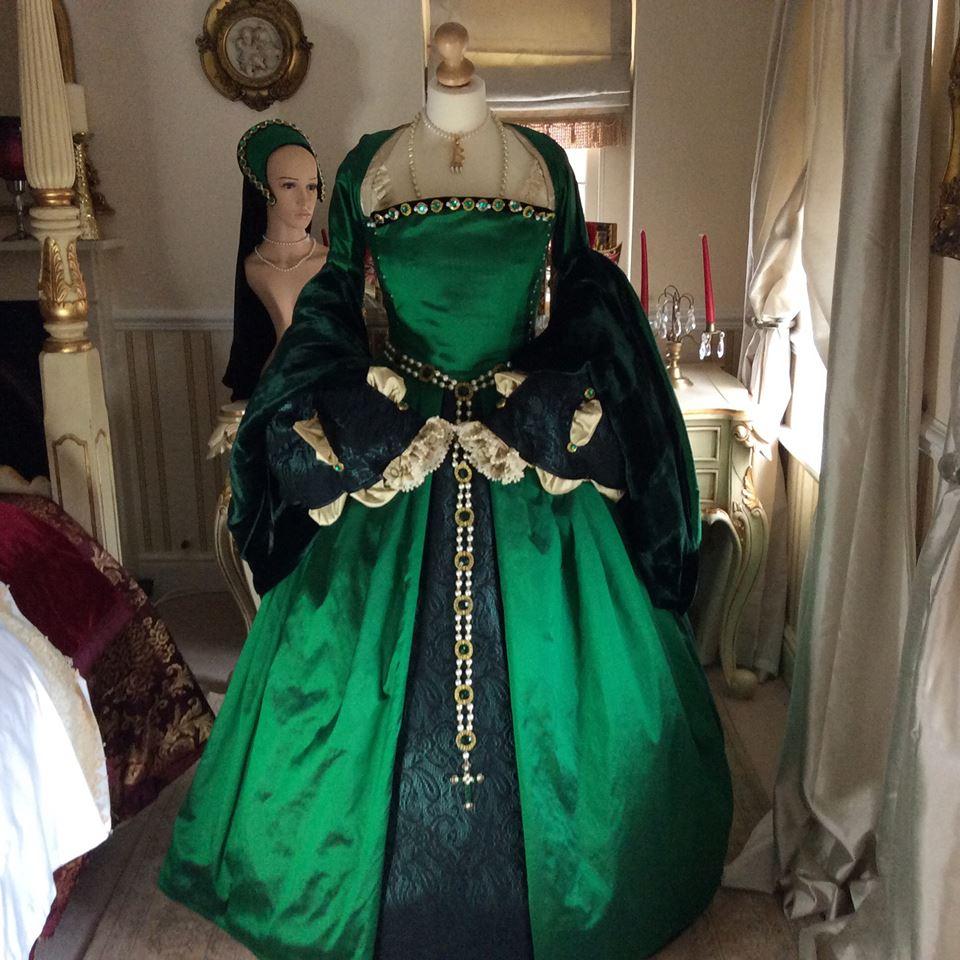History ahoy hair pieces vintage weddings and historical for Tudor style wedding dress