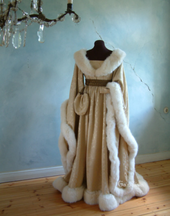 dress of the month december, historical-costumes.eu